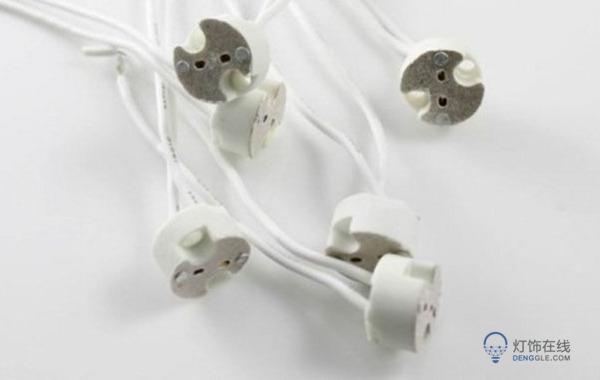 螺旋灯座与灯头配合的螺纹.    灯泡的灯座怎么安装 相关工具要备好