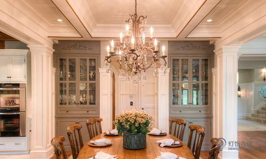 欧式吊灯什么样式的好看呢 客厅吊灯要怎样选择呢