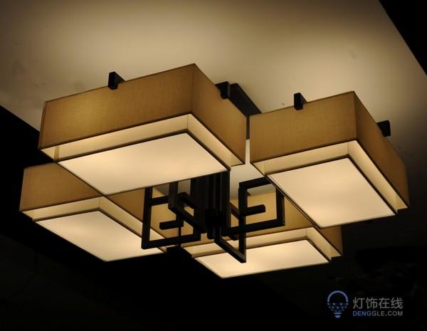 吊灯如何安装在客厅的天花板上才会稳固