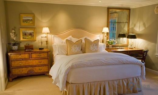 卧室里床头壁灯高度多少为好 如何安装壁灯