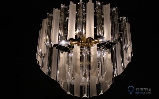客厅装修选择风扇吊灯还是水晶吊灯好