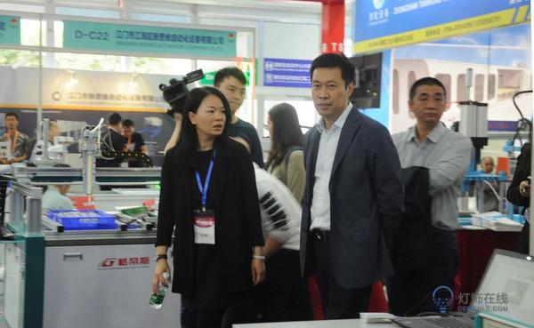 刘建辉书记亲临古镇灯博会:发展国家品牌战略,从扎根古镇,到走向全球