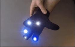 外国小哥发明手套灯 自带炫酷出场灯光