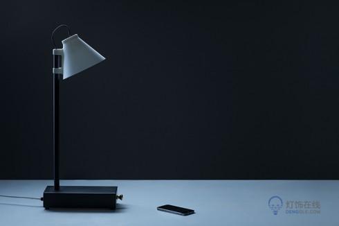 台灯,老婆一玩手机就不理你?……给她买这个台灯 收好手机才能点亮