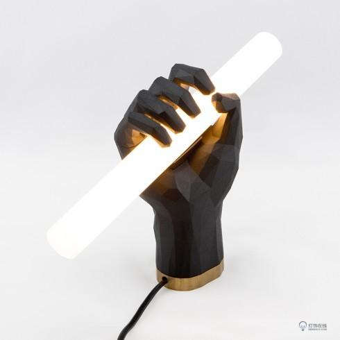 拳头荧光灯
