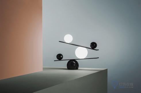 玩平衡木的台灯